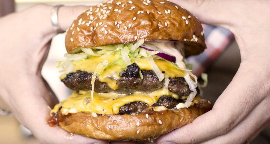 mums-burger-kitchen-hold