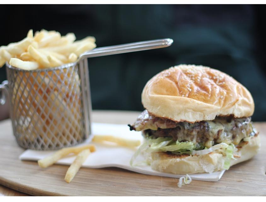 st-edmonds-burger-chips